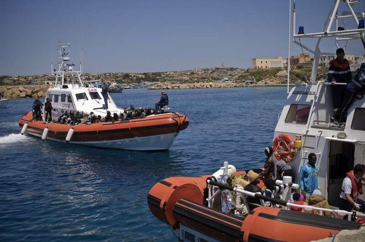 Italian coastguard vessels prepare to disembark boat people on a day when 1,271 people arrived in Lampedusa. ©UNHCR/F.Noy
