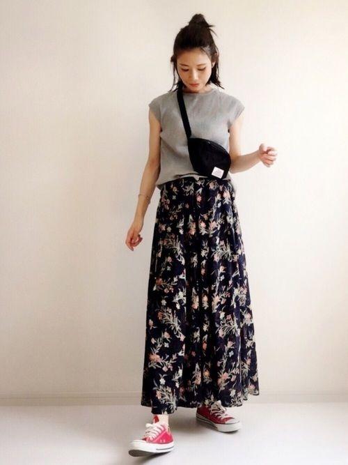 昨日の花柄とは違う雰囲気な大人花柄スカート。 こちらもnoisemakerさんからセレクトさせて頂