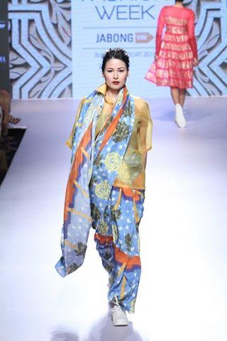 Aarti Vijay Gupta. LFW S/R 15'. Indian Couture.