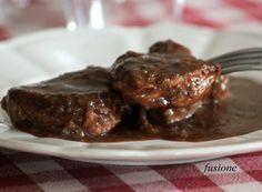 Il filetto di maiale all'aceto balsamico è un gustosissimo secondo piatto che appartiene alla gastronomia reggiana. Lasciatevi trasportare dai suoi antichi ed autentici sapori, tesori inalterabili di questa meravigliosa terra.