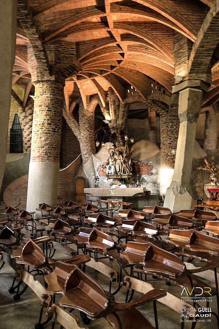 Cripta Güell.  Arquitecto: Antoni Gaudí. Emplazamiento: Santa Coloma de Cervelló. Año de construcción: 1908-(obra inacabada)