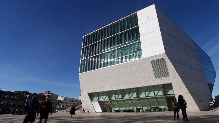 O centenário do pintor Júlio Resende vai ser comemorado na Casa da Música, no Porto, este sábado. O programa será interpretado pela Orquestra Sinfónica do Porto. http://observador.pt/2017/11/30/casa-da-musica-promove-concerto-de-homenagem-a-julio-resende-no-sabado/