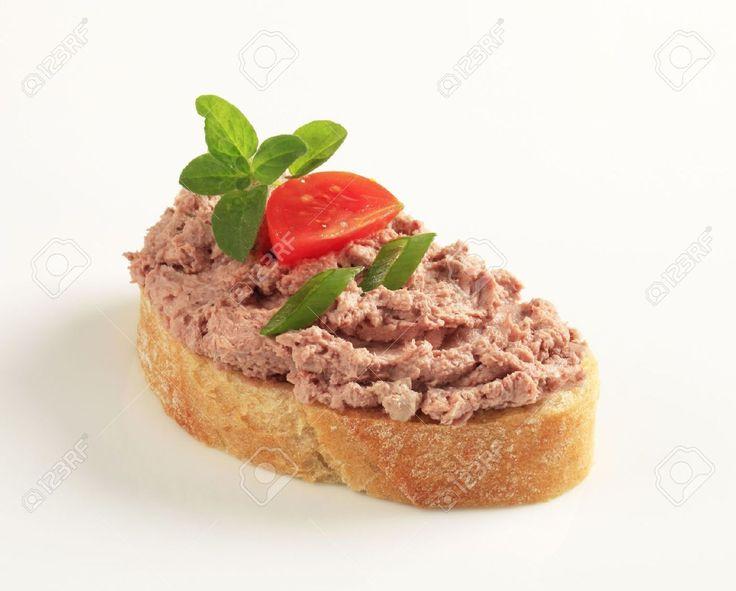 Fetta di pane tostato e la diffusione di carne