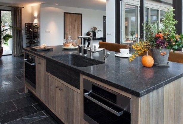 Landelijke eiland keuken landelijke keukens pinterest kitchens interiors and room for Deco moderne keuken