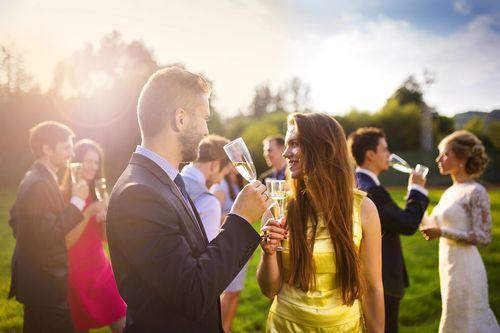 2位はスマホいじり男が嫌う結婚式で印象が悪い女厳しい1位は