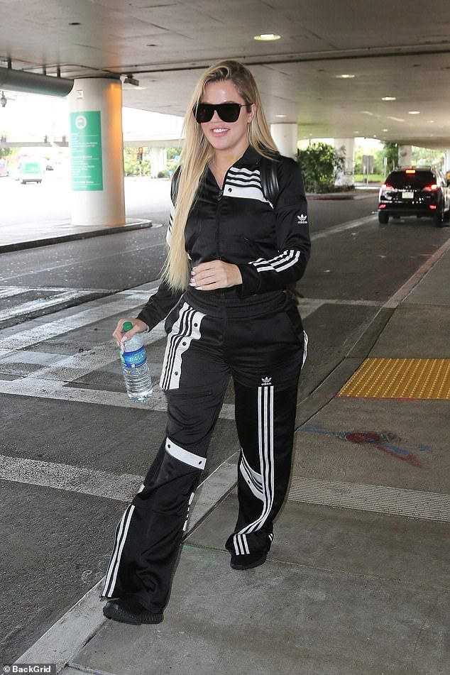 56cf6c4b7db8 Khloe Kardashian was certainly alone on Thursday as she made her way  through the terminal at LAX airport