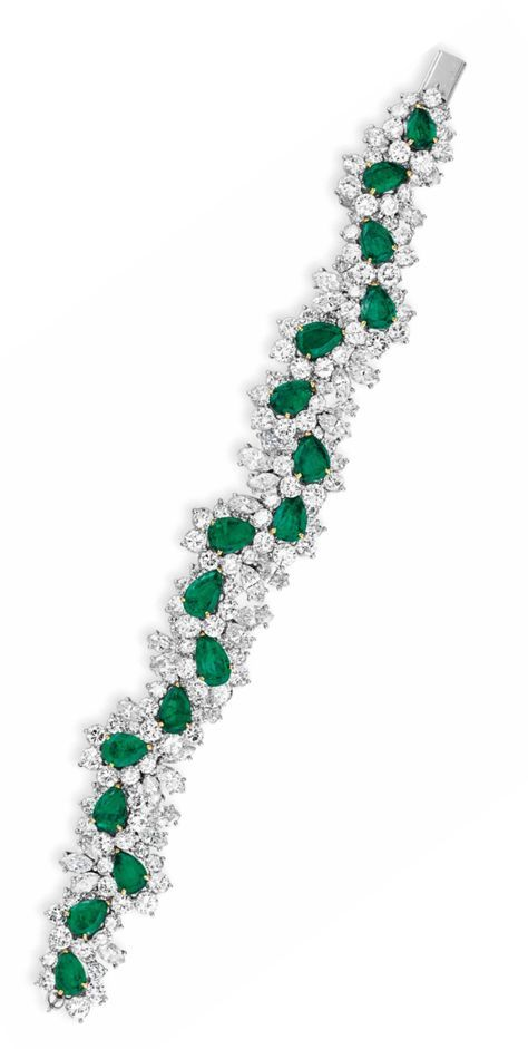 AN EMERALD AND DIAMOND BRACELET. Designed as an undulating line of pear-shaped e…