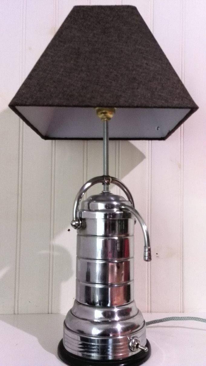 Lampe a poser cafetière percolateur CAMBI vintage de 1950 en laiton chromé, socle et prise en bakélite,  câble électrique tissé, fabrication française. Hauteur 54cm, poids 1,7kg
