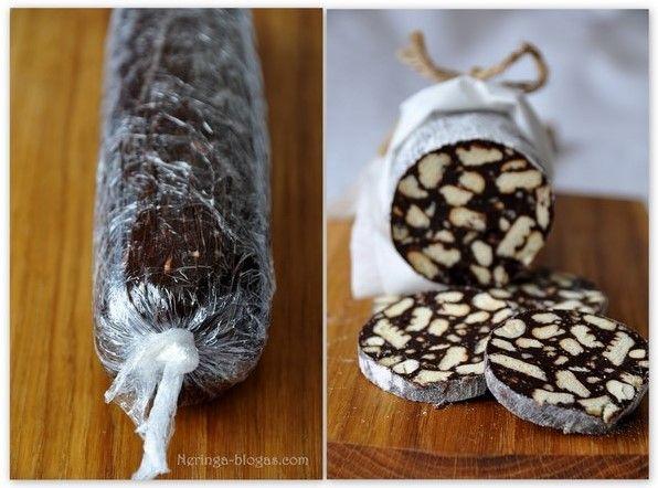 """Reikia:  2 pakelių sausainių """"Gaidelis"""" 100 g. juodojo šokolado 150 g. sviesto 5 v. šaukštų karčiosios kakavos skardinės kondensuoto pieno 2 v. šaukštų cukraus saujos graikiškų riešutų saujelės migdolų saujelės lazdyno riešutų saujelės anakardžio riešutų saujelės džiovintų spanguolių cukraus pudros apvoliojimui/// Į dubenėlį sulaužykite sausainius, sudėkite riešutus bei dž. spanguoles. Puodelyje ant silpnos ugnies išlydykite sviestą, šokoladą, kai taps vientisa mesė sudėkite cuk..."""