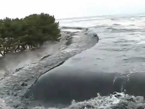 Stabilized footage of Japanese Tsunami - Incredible
