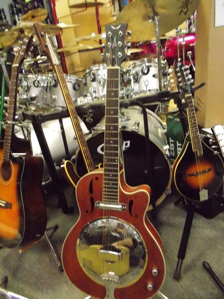 922 best guitars i like images on pinterest electric guitars guitars and resonator guitar. Black Bedroom Furniture Sets. Home Design Ideas