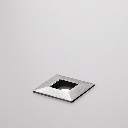 Luminária eye LUMINI    linha de luminárias embutidas para tecnologia LED, para áreas internas ou externas. corpo em alumínio tratado e pintado processo eletrostático nas cores padrão lumini. visor em vidro temperado transparente. com opções de facho difuso ou com aberturas de 10º, 25º ou 35º. fixação por meio de molas em aço inox para fixação em drywall ou caixa de embutir para alvenaria