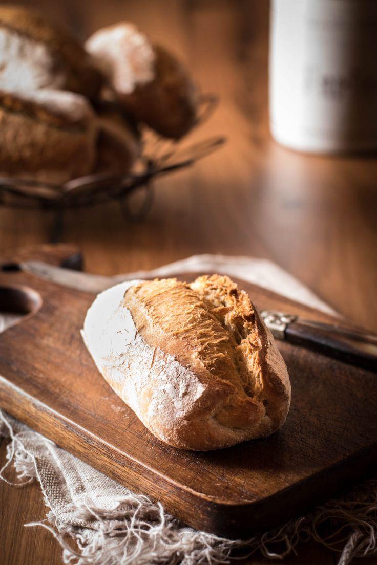 Knusprige Brötchen aus Weizen-, Roggen- und Dinkelmehl. Schön saftig und durch die Übernachtgare perfekt für ein spätes Frühstück