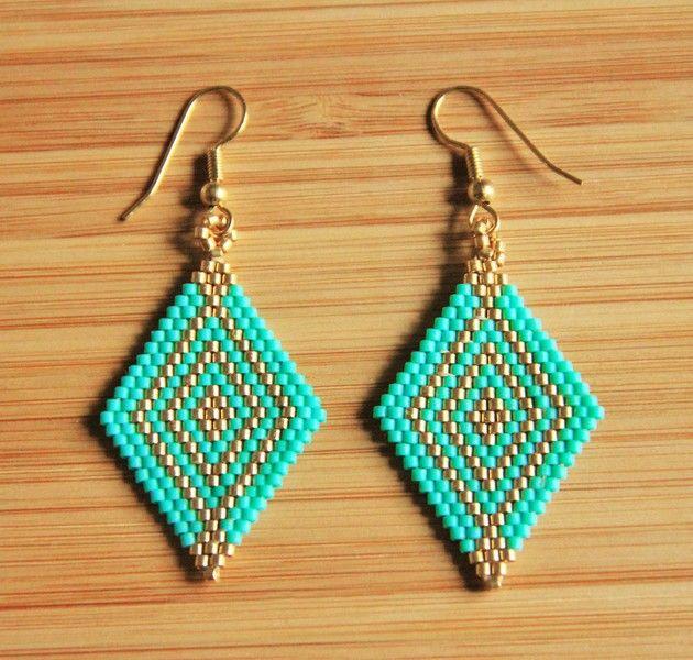 Boucles d'oreilles chandelier, Boucles losanges perles miyuki turquoise et doré est une création orginale de ccedille_bijoux sur DaWanda