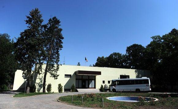 Senatul a adoptat, luni, ordonanta de urgenta prin care Vila Dante a fost transferata din domeniul public al statului in domeniul privat al statului pentru a putea fi inchiriata de catre Ambasada SUA.