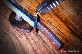 Olá, gostaria de mostrar a faca Bowie Pétala de Pedra.     Esse é um modelo que gostei muito do resultado.     A Lâmina foi confeccionada c...