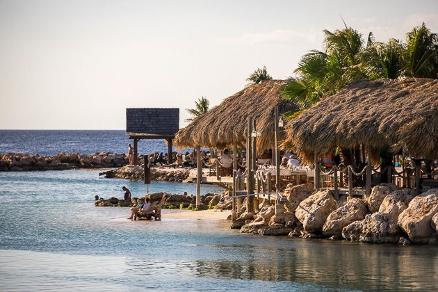 Sunday Happy Hour at Mambo Beach on http://curacao.for91days.com