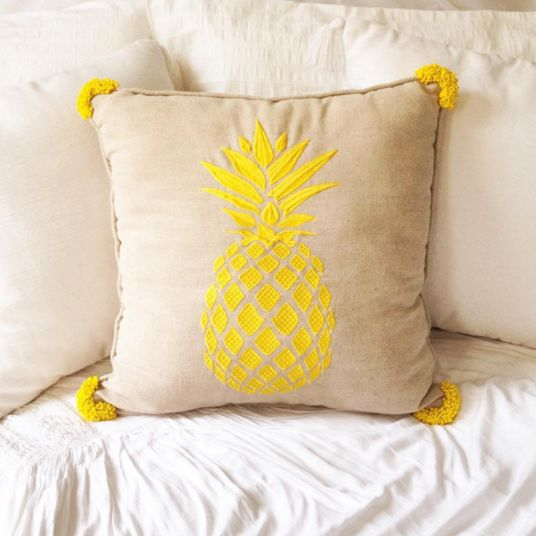 We are so excited about sharing with you the story of the first cushion that Tropical Grace has dreamed, imaged and created for your enjoyment. A few customers