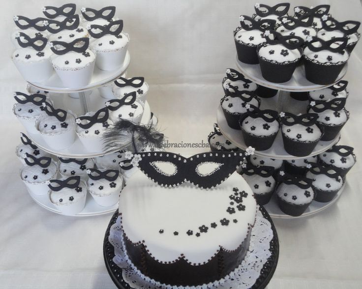 Torta Y 2 Torres De Cupcakes cakepins.com These are my photos, my work, please don´t use to promote your´s. Thanks!