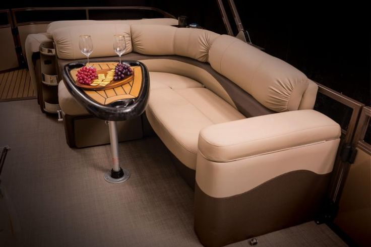 The midship L-lounge, allow for easy and comfortable conversation while entertaining.
