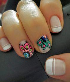 Mandala nail art idea arte de uñas Colombia