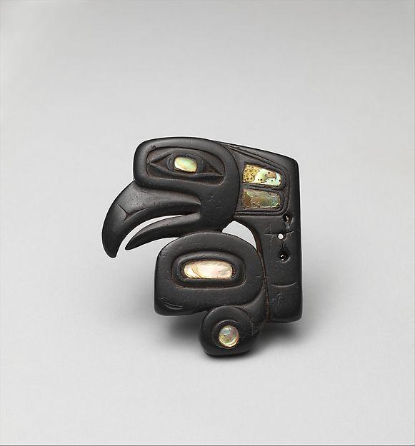 coolartefact:  [ОС] глава орнамент птица. Глинистый сланец, ракушечник. Британская Колумбия, Канада. Хайда. 19-го в. н. э. [581x625] Источник: http://images.metmuseum.org/CRDImages/ao/web-large/DP258285.jpg