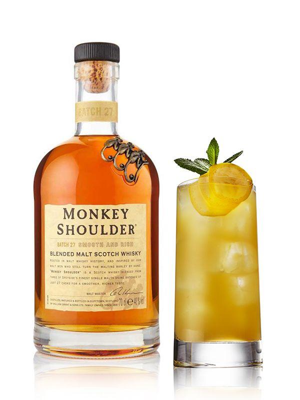 MONKEY SHOULDER APES  APPLES - Ingrédients: 4 cl de whisky Monkey Shoulder, 1 cl de jus de citron vert frais, Jus de pomme, Banane, Menthe poivrée - Préparation: Mettre le Monkey Shoulder et le jus de citron vert dans un verre à long drink avec des glaçons et remplir de jus de pomme. Garnir le drink APES  APPLES de feuilles de menthe poivrée et de morceaux de banane.