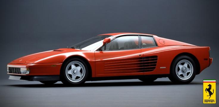 10.Ferrari Testarossa! İlk üretildiği 1984 yılından bu yana tüm zamanların en efsanevi premium spor arabası olmayı başardı. O üretildikten sonra spor arabaların tasarım mantığı tamamiyle değişti. 1984'te Testarossayı tasarlayan Pininfarina, onun çizgileriyle, tasarımıyla, gövdesiyle adeta bir Ferrari kalıbı çıkarttı ve Ferrari'nin karakterini belirledi.