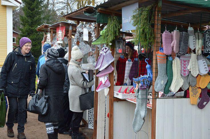 Aiempien vuosien mukaan joulumarkkinoille odotetaan useita tuhansia kävijöitä. Luuppi, Oulu (Finland)