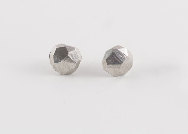 Nova mini silver earring by Zsófia Magyary Zosha http://www.magma.hu/muveszek.php?id=82
