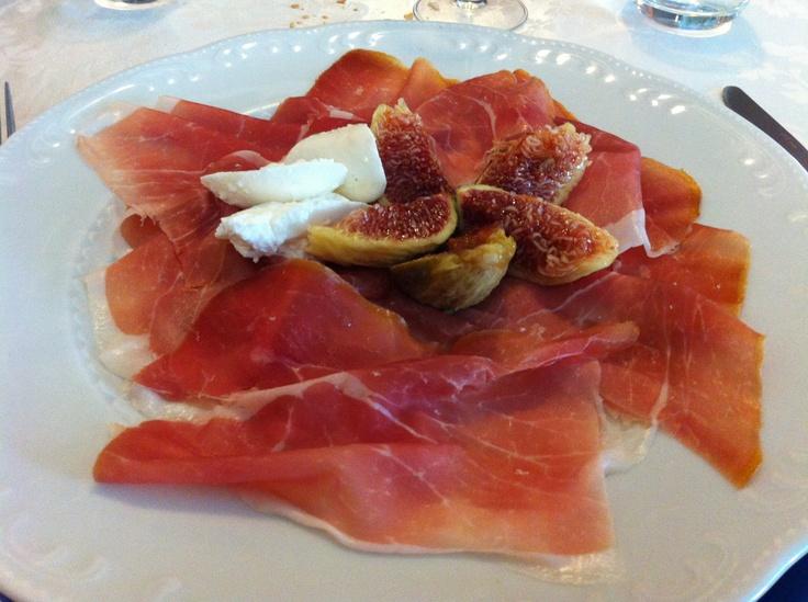 Prosciutto di Montagnana con fichi e mozzarella di Bufala.