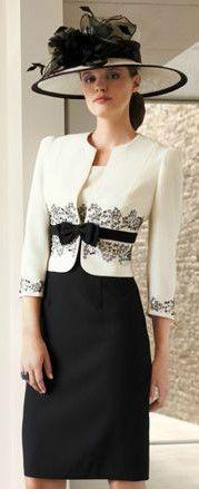 look royal, robe droite noire, veston crème à motifs noirs, ceinturons à noeud noir, chapeau noire mariage