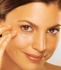 Уход за кожей вокруг глаз: 10 шагов
