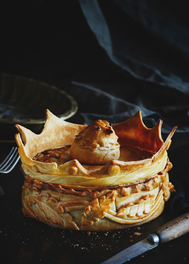 WHOA WHOA WHOA.  If only we had those knife skillz with pastry. Game of Thrones Faux Pigeon Pie (A Table For Two)