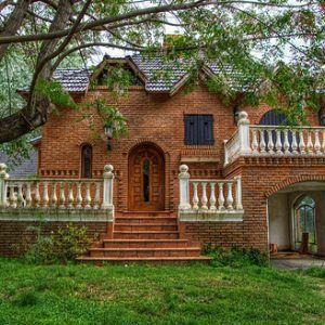 Best 25 fachadas de casas coloniales ideas on pinterest for Fachadas de casas clasicas pequenas