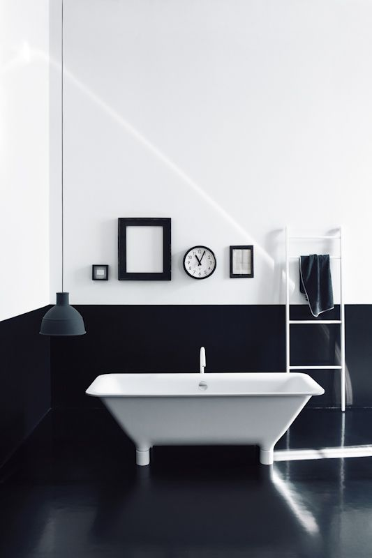 Black and white and geometric in the #bathroom #interiors #design