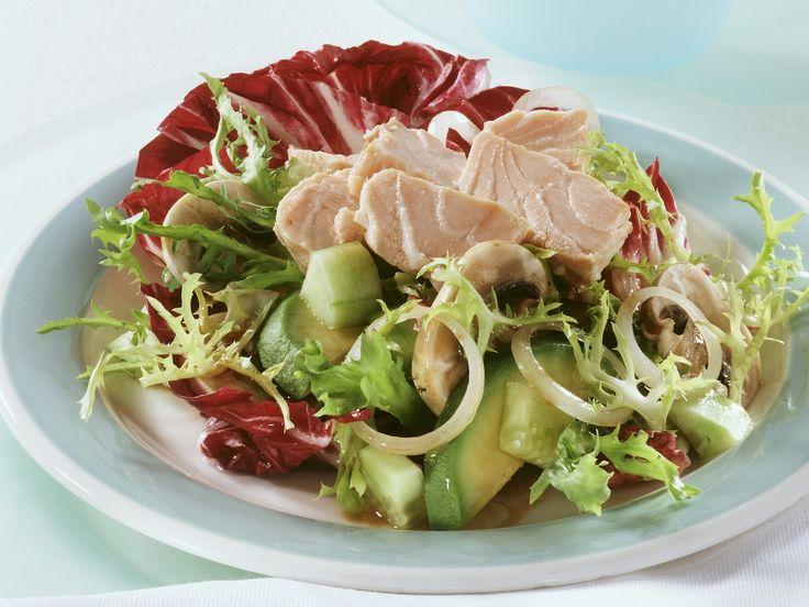 Gemischter Wintersalat mit Wildlachs   Zeit: 15 Min.   http://eatsmarter.de/rezepte/gemischter-wintersalat-mit-wildlachs