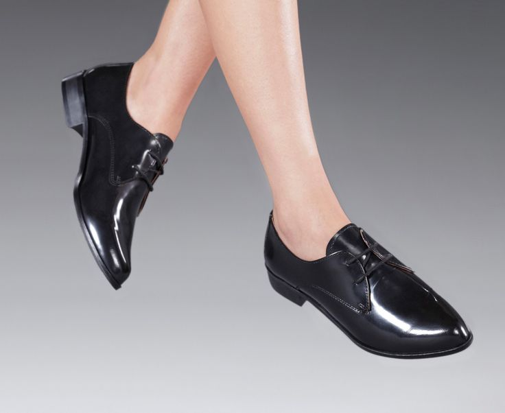 Elegancia y estilo para un look de aire masculino... ¡Un guante para tus pies! Ver modelo en nuestra tienda online >> http://bit.ly/11skKVK
