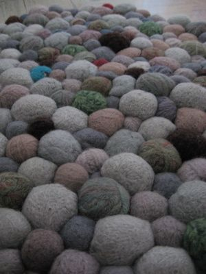 Amazing tute to make felted stones into rug.  Could be scaled down for table top or something of the like.  Coasters?