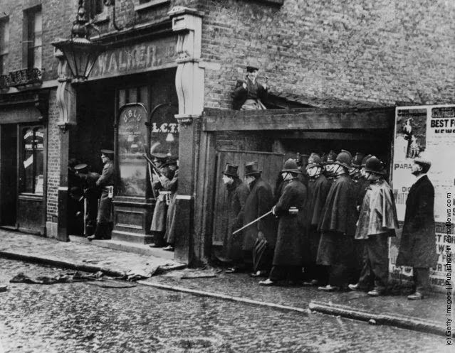 Winston Churchill in Sidney Street, Stepney, during the Siege of Sidney Street. Hundreds of heavily-armed City and Metropolitan police fought a pitched battle against two anarchists. (Photo by James Jarche/Fox Photos/Getty Images)