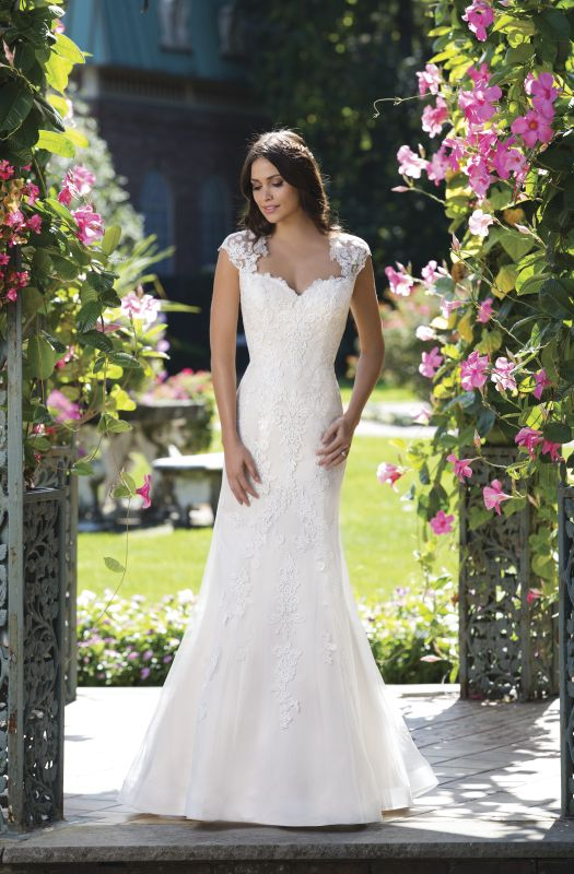 48 best Sincerity 2017 images on Pinterest | Wedding frocks, Short ...