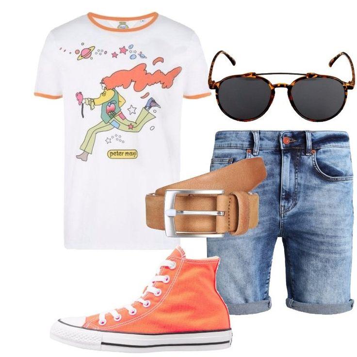 Un outfit giovane e colorato, pensato per il tempo libero: shorts di jeans blue denim, abbinato ad originale t-shirt bianca, scollo tondo, profili in contrasto, stampa. Sneakers Converse alta arancione, cintura in pelle cammello, fibbia argentata, un colore neutro facilmente abbinabile, occhiale da sole ovale, montatura arancione in fantasia, lente scura con protezione UV.