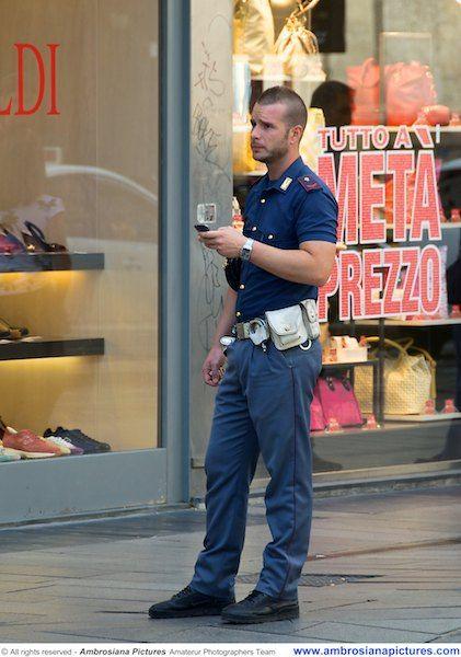 Polizia di stato italia milano italian 39 s in uniform for Polizia di stato roma permesso di soggiorno