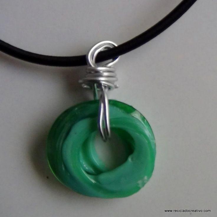 Bisutería reciclando la rosca de botellas de plástico - Jewelry made out...