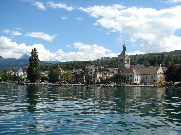 Evian-les-Bains, Haute-Savoie à découvrir à visiter @avecGuidesGPPS http://www.gpps.fr/Guides-du-Patrimoine-des-Pays-de-Savoie/Pages/Site/Visites-en-Savoie-Mont-Blanc/En-Chablais-74/Rives-du-Leman/Evian-les-Bains2