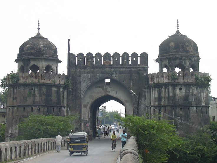 Aurangabad is known as the City of Gates, it served as a merchandising hub in the day of the Silk Route, and it continues to be the center of manufacturing in the modern times.