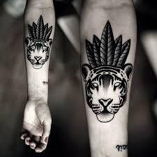 Znalezione obrazy dla zapytania tatuaże damskie na palcu