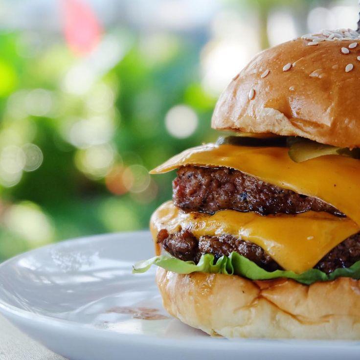Taken by @weeatwepost #cheeseburger #foodtography