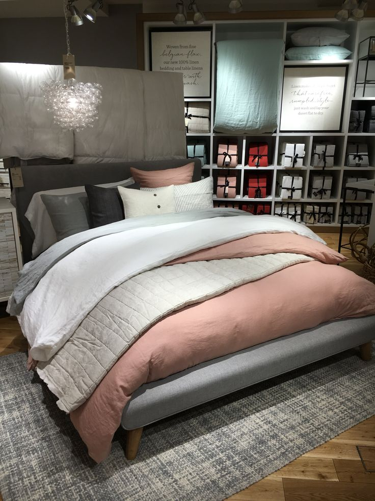Bed styling #westelm #visualmerchandising #styling #display
