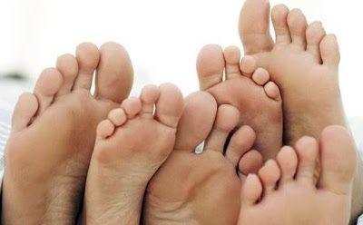 kalautau.com - bau kaki bisa disebabkan karena pola hidup yang tidak sehat, karena sepatu yang anda pakai lembab. Berikut adalah cara menghilangkan dan mencegah bau kaki